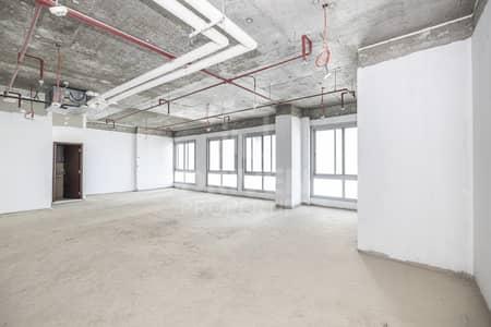 مکتب  للبيع في الخليج التجاري، دبي - High Floor Level | Shell and Core Office