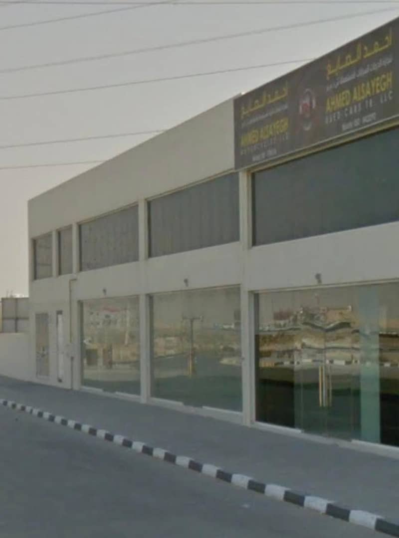 For sale gallaries and warehouses in industrial area 18 / Sharjah 6 years old special location  Maliha main road