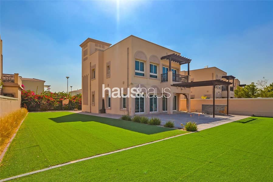 Immaculate Villa| Large Garden | Available Now