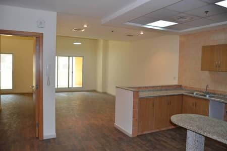 Oud Metha 1 Br Huge Apartment with Balcony and Closed Kithchen