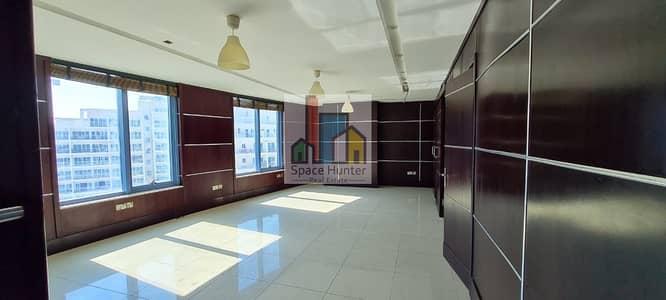 مکتب  للايجار في واحة دبي للسيليكون، دبي - Fully Upgraded wooden decoration with partitions | Chiller FREE