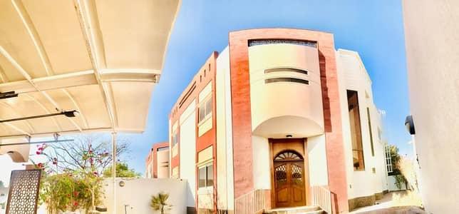 فیلا 4 غرف نوم للايجار في جميرا، دبي - فیلا في جميرا 3 جميرا 4 غرف 178000 درهم - 4958475
