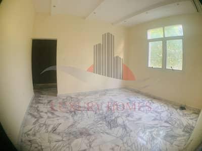 شقة 3 غرف نوم للايجار في الهيلي، العین - Very Spacious with Shared Yard near City Center