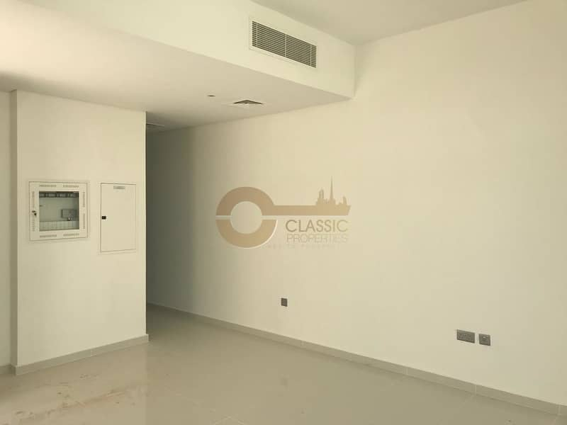 Prime location| Bright 3bedroom| Maid Room|