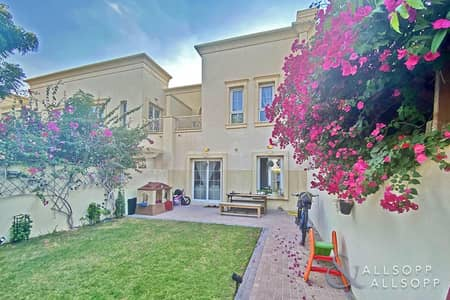 Vacant   2 Beds Villa   Near Pool And Park