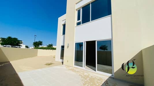 3 Bedroom Townhouse for Rent in Dubai South, Dubai - Spacious Lawn