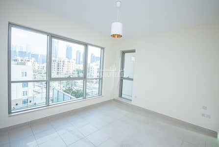 2 Bedroom Apartment for Rent in Downtown Dubai, Dubai - Beautiful 2br apt with balcony