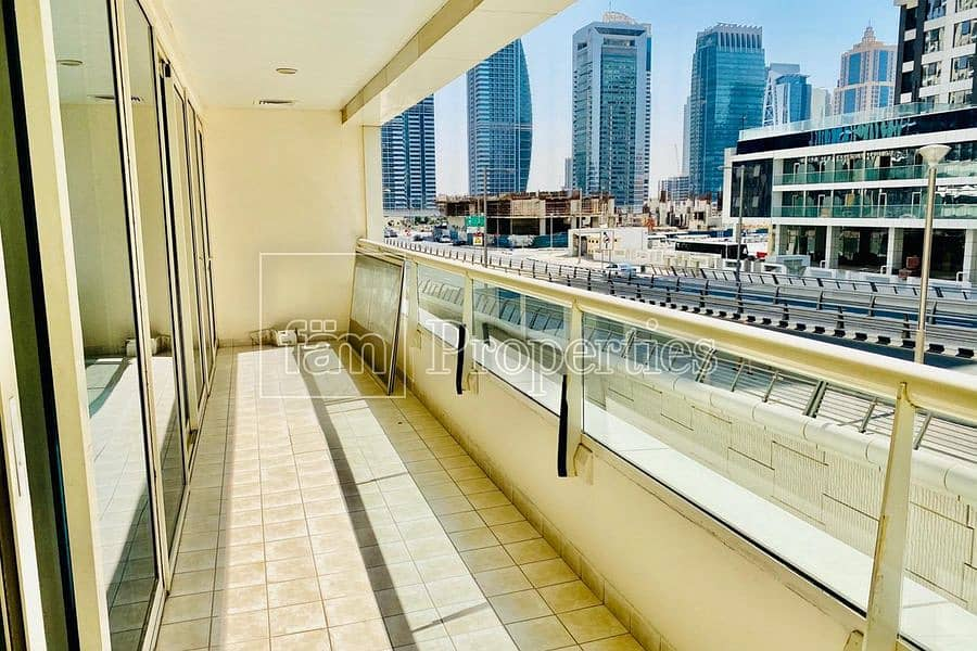 Well maintain 2 Bedroom Apartment with Easy Viewing