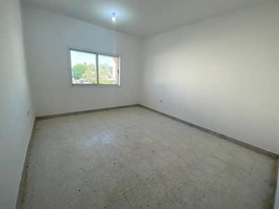 شقة 3 غرف نوم للايجار في المرور، أبوظبي - شقة رائعة وواسعة المساحة مكونة من ثلاث غرف  في موقع متميز للايجار