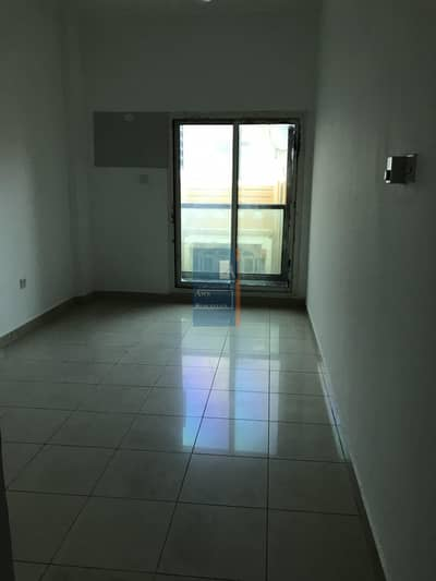 HUGE STUDIO AVAILABLE IN DEIRA -NAIF,OPPOSITE TO AL FUTTAIM MOSQUE-TWO MONTHS FREE