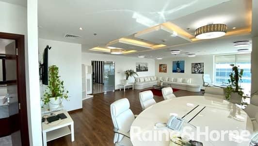 مکتب  للايجار في شارع الشيخ زايد، دبي - Furnished| Partitioned | Well Maintained | Luxury