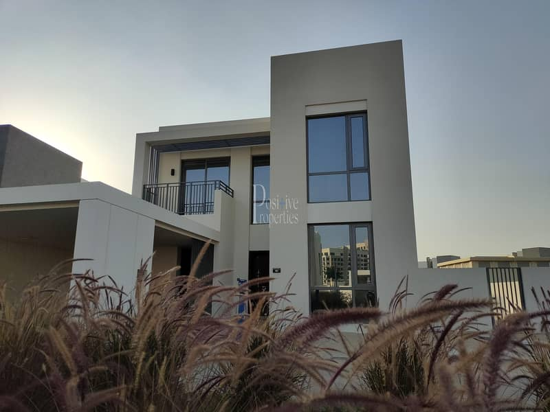 Huge | Single Row | Vacant Villa