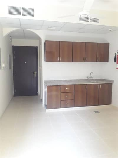 Studio for Rent in Deira, Dubai - STUDIO FOR RENT IN DEIRA DUBAI WITH FREE INTERNET AND DEWA