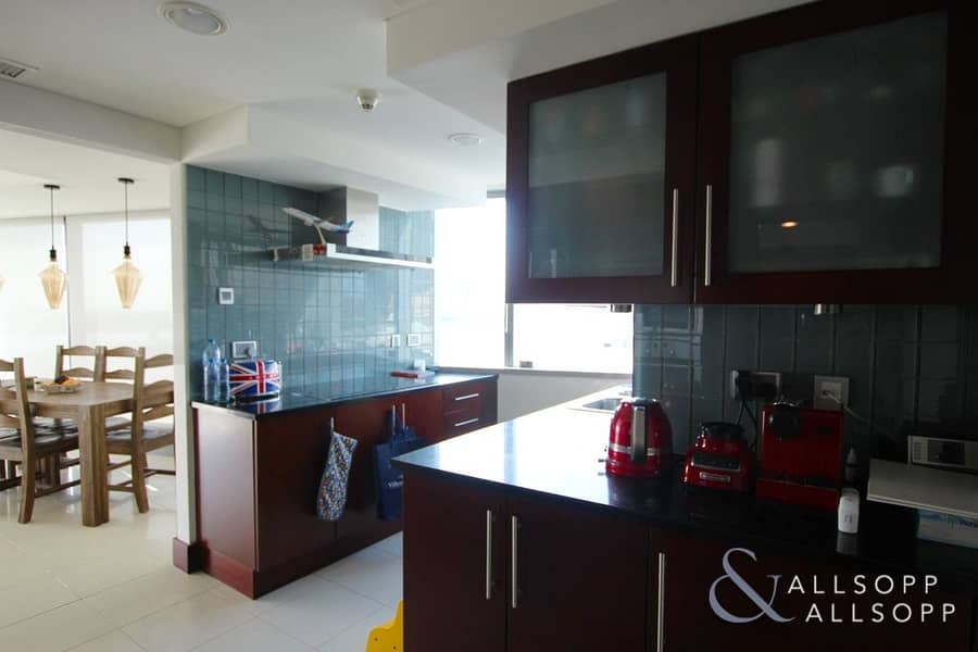 10 Modern Apartment | Burj Views | 1743 SqFt