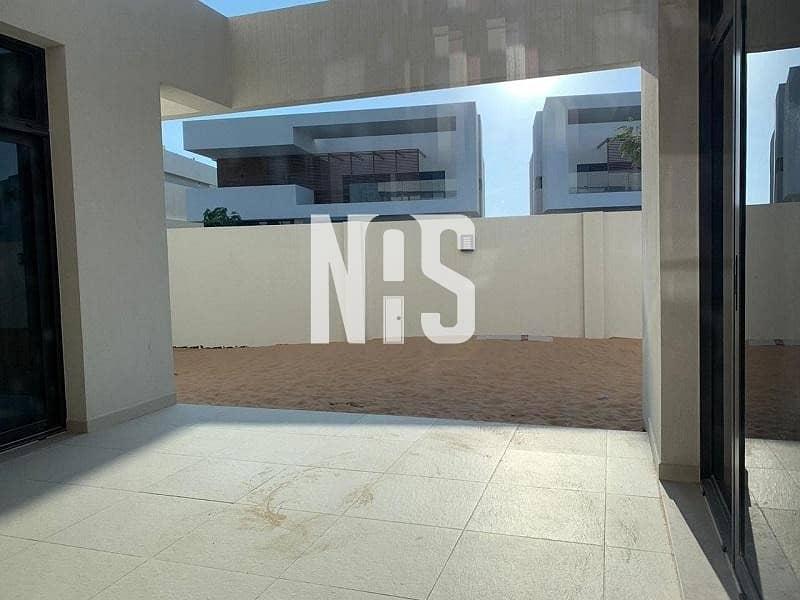 9 Luxurious Modern Corner Villa Double Row BIG PLOT.!