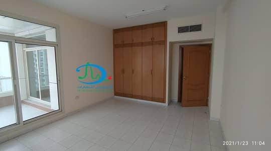 شقة 3 غرف نوم للايجار في الرميلة، عجمان - 3 غرف نوم متوفرة في الطابق العلوي ، إطلالة على الطريق | مع غرفة الخادمة | برج الشرفة 1 ، الرميلة 3 ، عجمان