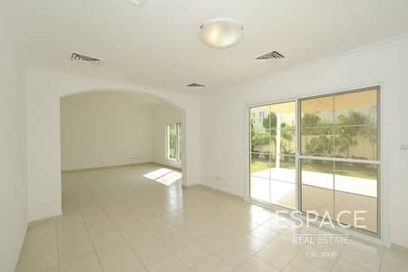 4 Bedroom Villa for Rent in The Lakes, Dubai - 4 Bed Villa - The Lakes - Park and Pool