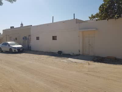 5 Bedroom Villa for Sale in Al Qadisiya, Sharjah - Arabic house for sale