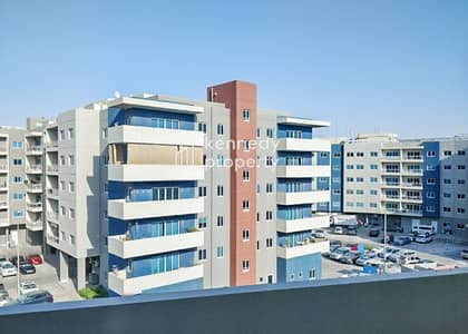 3 Bedroom Flat for Rent in Al Reef, Abu Dhabi - Spacious Kitchen I Pool View I Vacant
