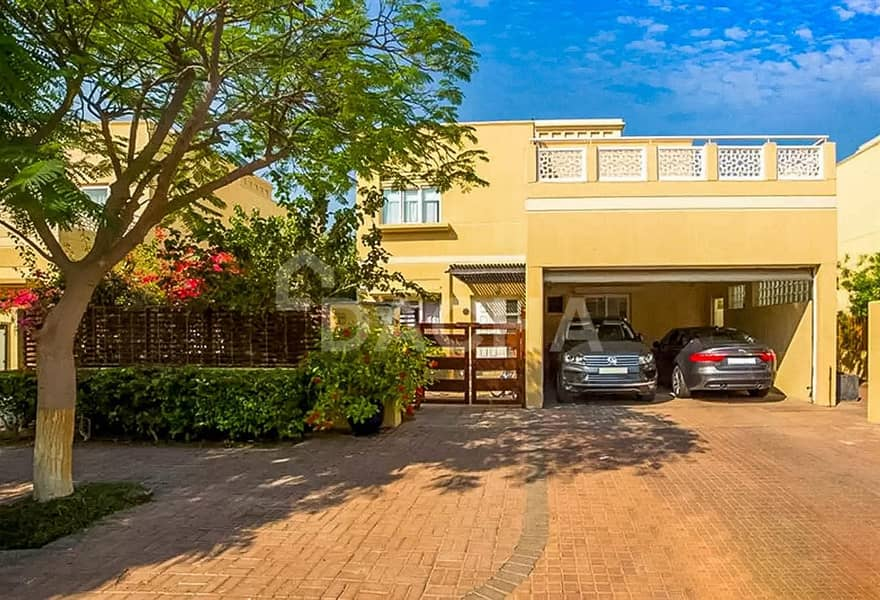 25 Upgraded Single Row 3 Bed with Private Pool