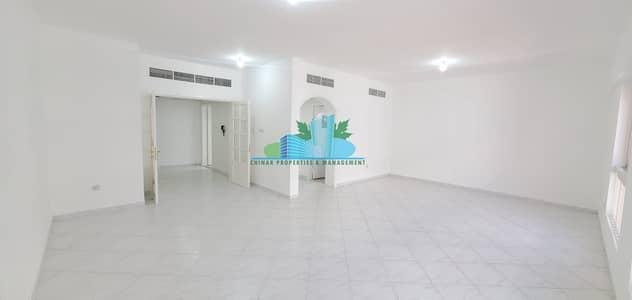 شقة 3 غرف نوم للايجار في الخالدية، أبوظبي - Exceedingly Large3 BHK  Great Location   4 Payments