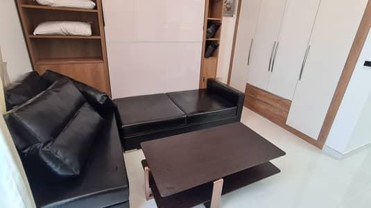استوديو  للايجار في الفرجان، دبي - شقة في غلامز من دانوب الفرجان 27000 درهم - 4980838