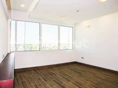 1 Bedroom Flat for Rent in Danet Abu Dhabi, Abu Dhabi - Spacious And Vacant Apartment One Bedroom with Spacious Living Room