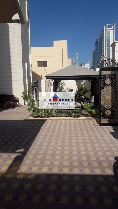فیلا 5 غرف نوم للايجار في الكرامة، أبوظبي - VIP VILLA IN AL KARAN