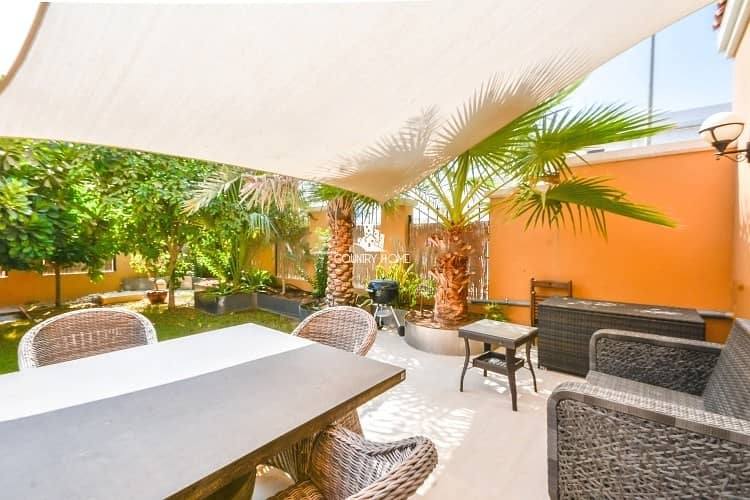 19 Upgraded to  | Back2Back | Mature Garden 1 bed TH