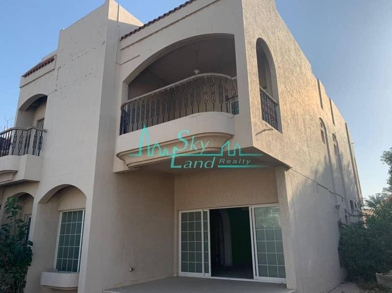 Spaciuous Commercial Villa