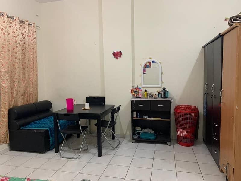 شقة في الحي الإيطالي المدينة العالمية 1 غرف 285000 درهم - 4982784
