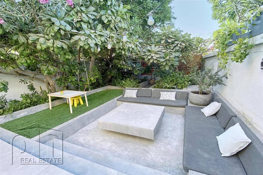 Fully Upgraded | Beautiful Garden | 2 Bed