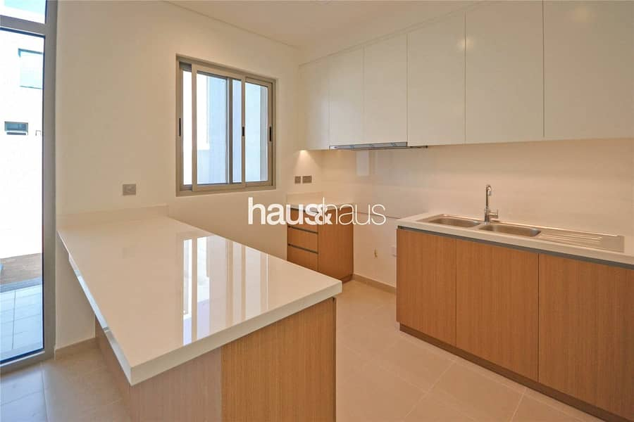 2 Exclusive   Open Plan   Walk to park and pool