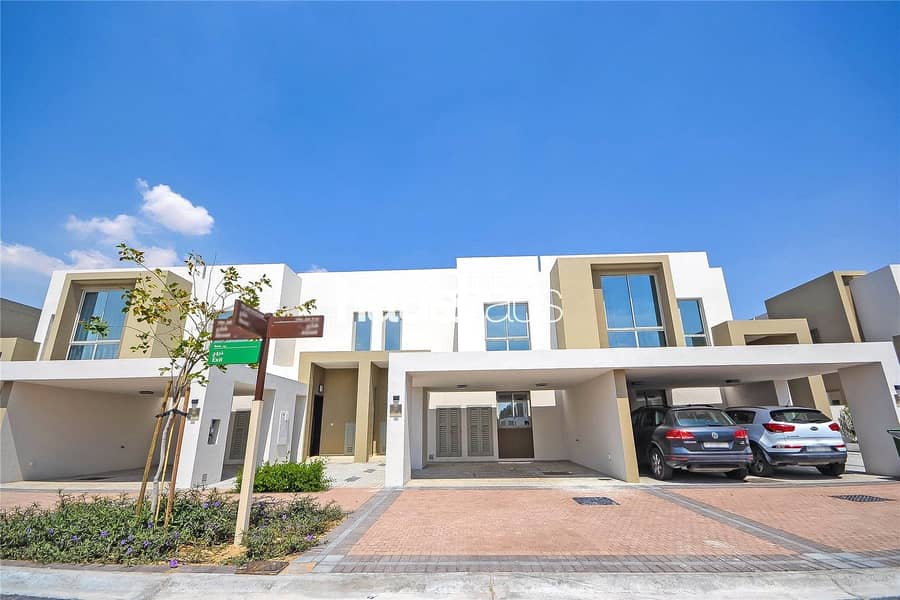 Exclusive   Open Plan   Walk to park and pool
