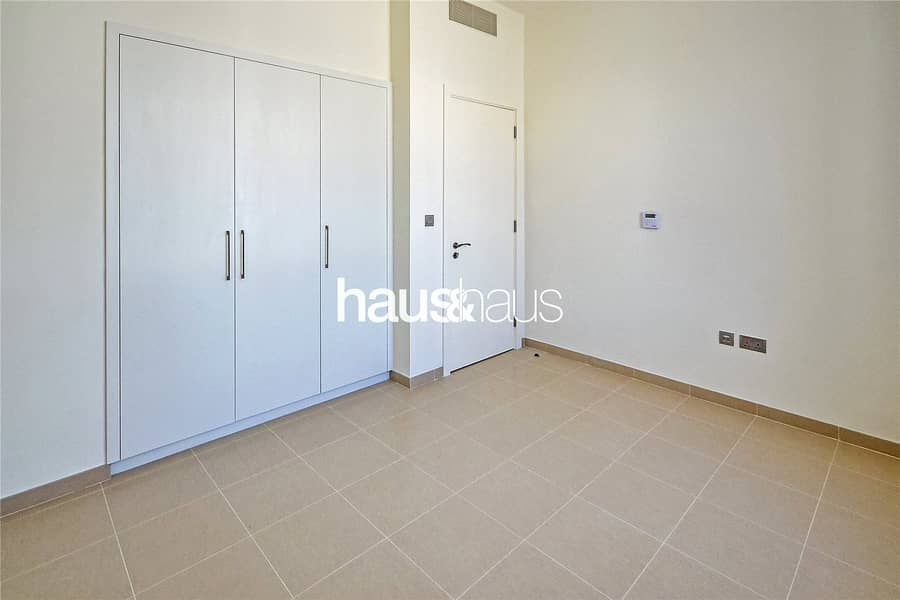 10 Exclusive   Open Plan   Walk to park and pool