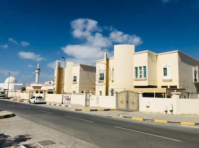 5 Bedroom Villa for Rent in Al Azra, Sharjah - LUXURIOUS 5BHK VILLA WITH MAID ROOM AVAILABLE FOR RENT