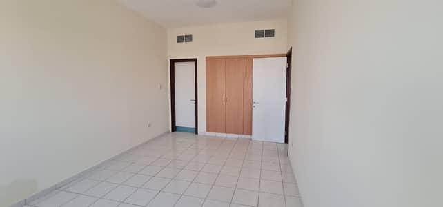 شقة في الحي الإيطالي المدينة العالمية 1 غرف 280000 درهم - 4984712