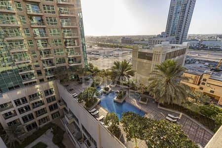 2 Bedroom Flat for Sale in Downtown Dubai, Dubai - Vacant Apartment | Pool View | Mid Floor