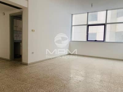 فلیٹ 1 غرفة نوم للايجار في شارع حمدان، أبوظبي - Central AC | City View | Balcony | 4 Chqs