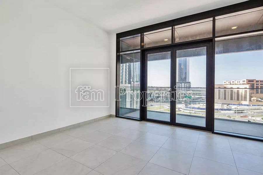 High-floor apt with stunning Dubai views\VACANT