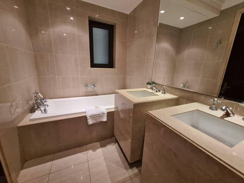 29 Amazing stay at Dubai Downtown - Souk Al Bahar