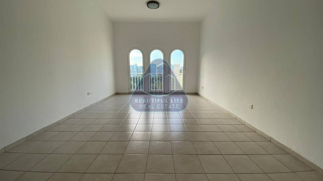 Large Well Maintained One Bedroom in Mogul