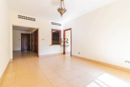 فلیٹ 2 غرفة نوم للايجار في المدينة القديمة، دبي - Spacious and Well Maintained 2 Bedrooms with balcony
