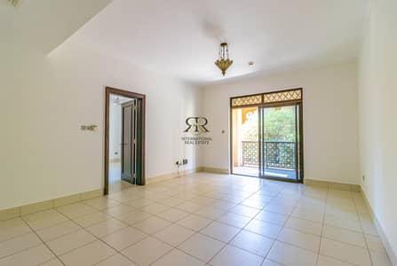 شقة 2 غرفة نوم للايجار في المدينة القديمة، دبي - Highly Maintained 2 Bedrooms Spacious with balcony