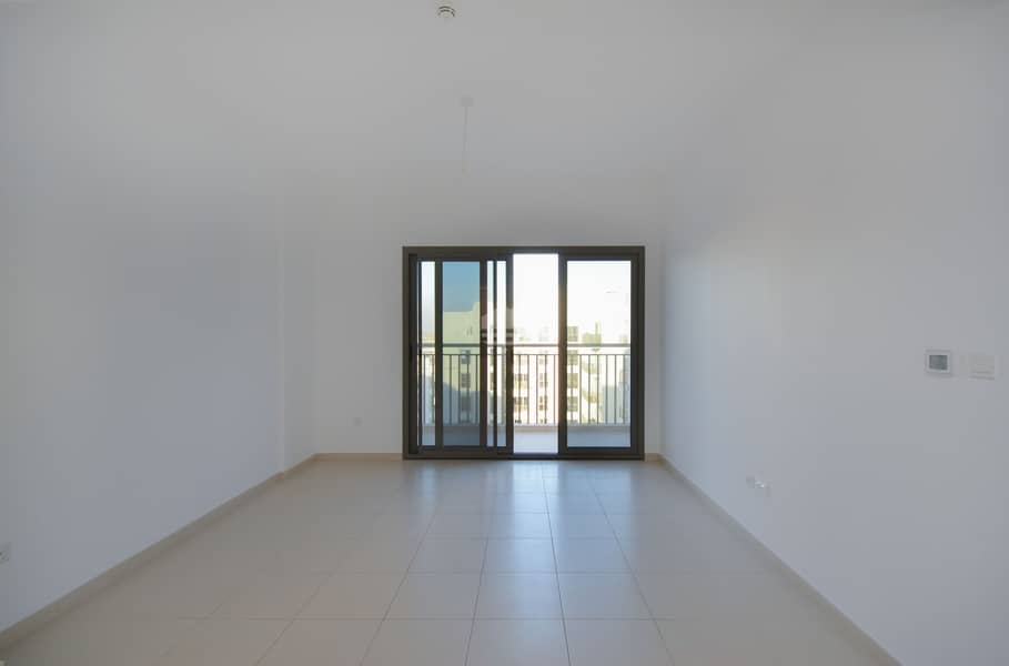 Spacious |  2 Bedroom |  Pool View |  6 Cheques