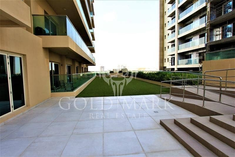 10 12 cheques Trendy Furnished Spacious with Balcony