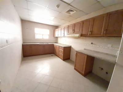 شقة 2 غرفة نوم للايجار في تجارية مويلح، الشارقة - شقة في تجارية مويلح 2 غرف 27000 درهم - 4988274