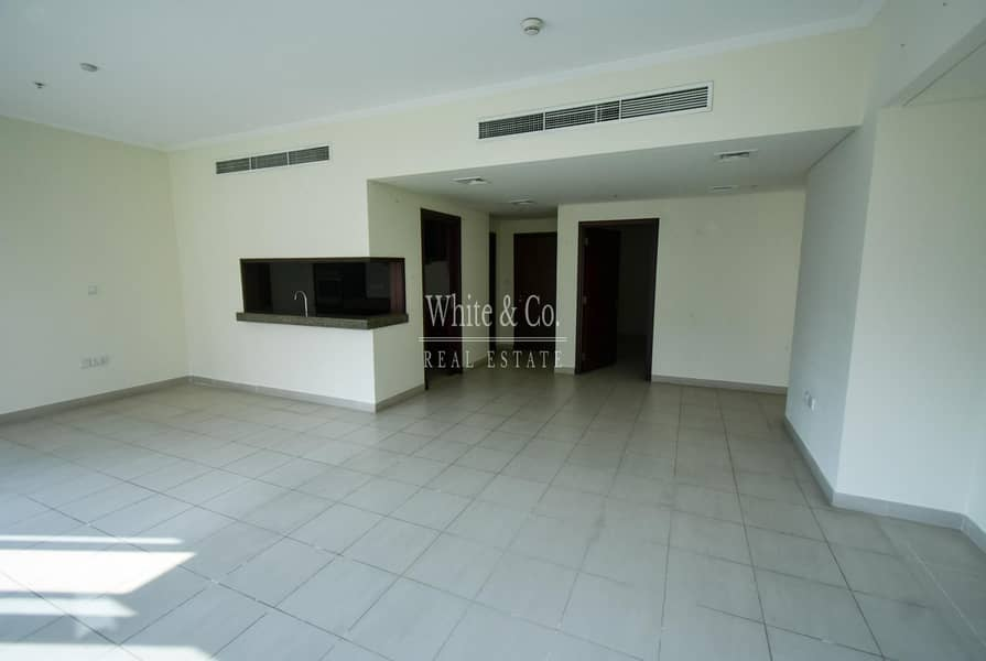 2 LOW FLOOR | SPACIOUS LIVING AREA |CHILLER FREE