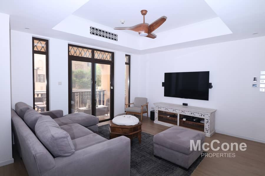 Stunning Fully-Upgraded & Furnished Apartment