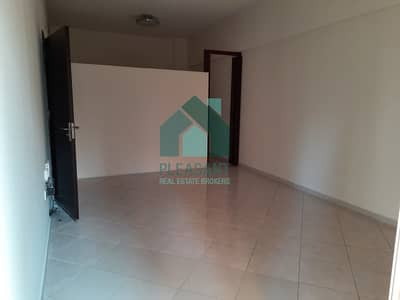 1 Bedroom Flat for Rent in Dubai Marina, Dubai - 1BR Living + Store 2 Baths Next to Marina JBR Walk and Beach